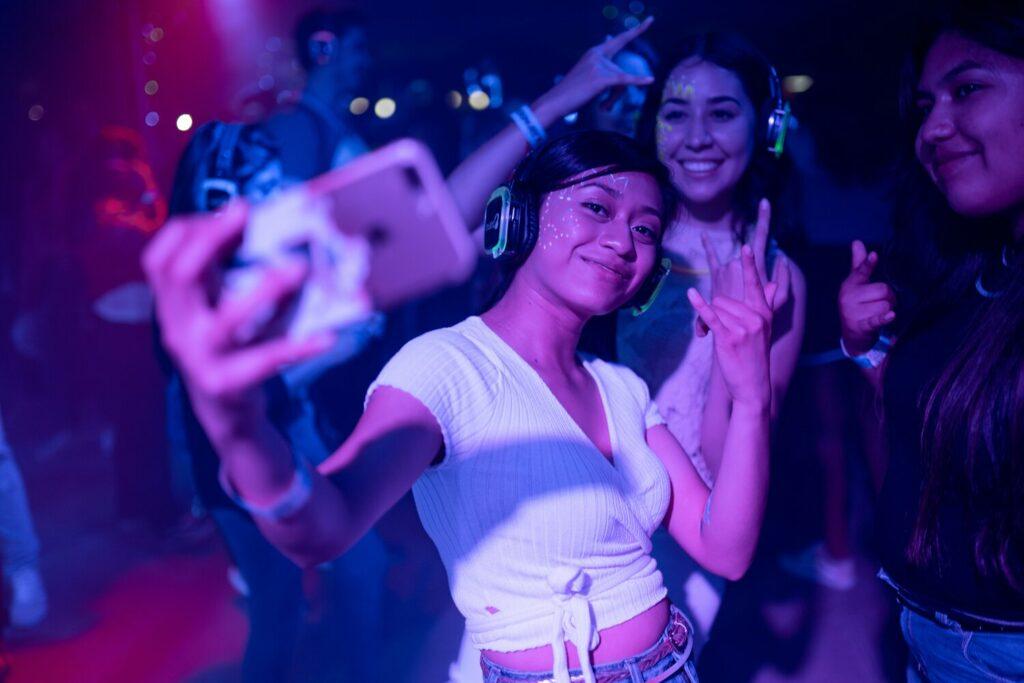 women_taking_a_selfie_in_a_club