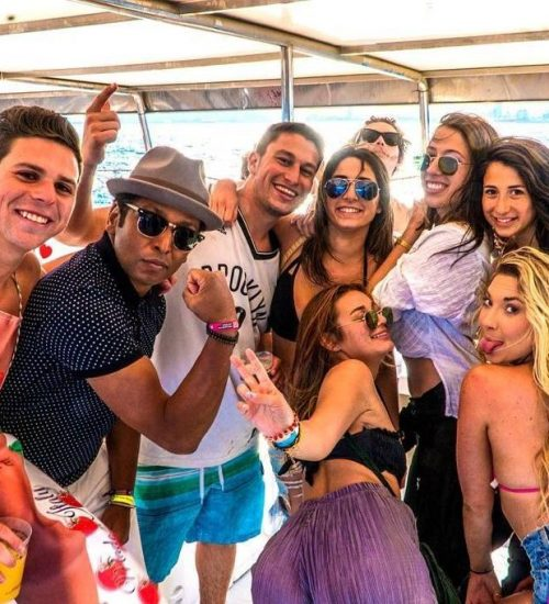 group-of-friends-on-the-barcelona-boat-party