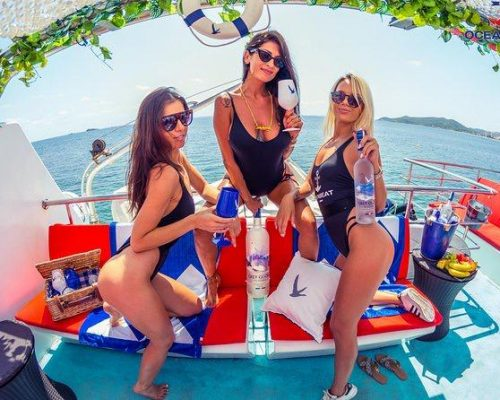 girls-in-vip-ibiza-boat-party